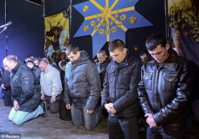 Ukraine riot police kneel down to ask for forgiveness